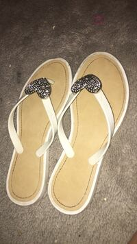 pair of white-and-brown sandals Whitby, L1M 1G3