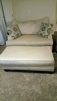 Love seat with matching Ottoman 2 years old Boise, 83709