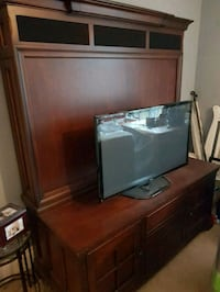 Brown wooden TV stand Grimsby, L3M