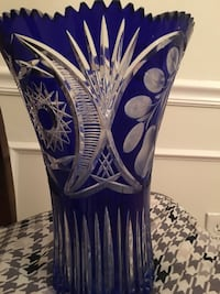Blue and white crystal vase 27 km