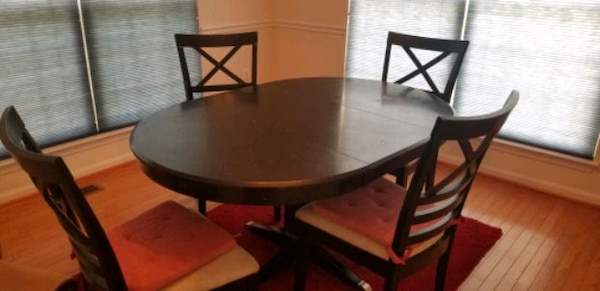 Dining table 8d7ebe27-095b-49fb-a29f-bbf28ee47212