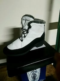 pair of black-and-white boots Salinas, 93901