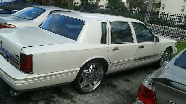 Used 97 Lincoln Towncar Pearl On 22s For Sale In Hialeah Letgo