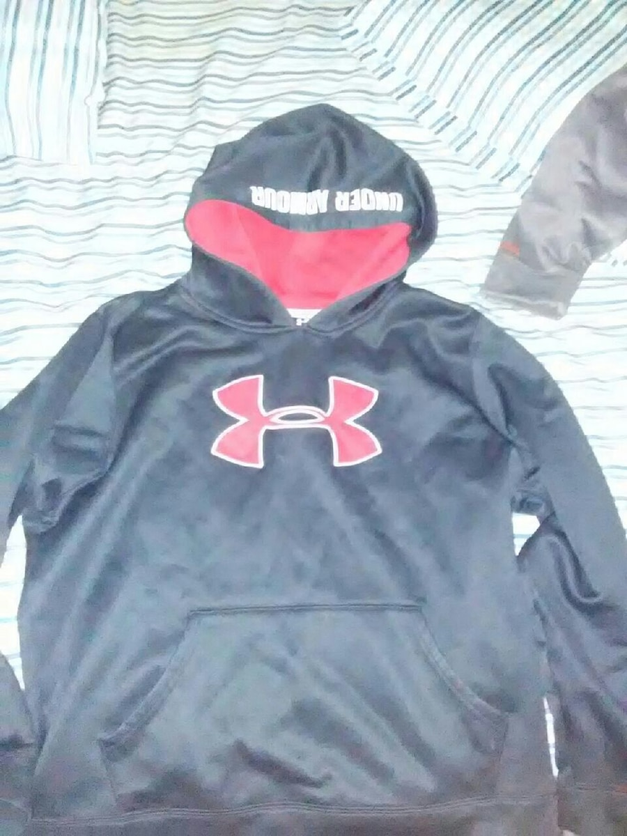Size Young XL Under Armour hoodie
