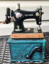 Ashland Old Sewing Machine Home Devore Piece 8in tall Evansville, 47710