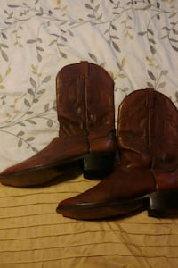 pair of brown leather cowboy boots Corona, 92880