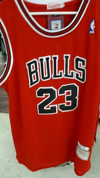 red and white Chicago Bulls 23 jersey Montréal, H3N 1S7