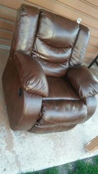 brown leather recliner sofa chair Chicago, 60629