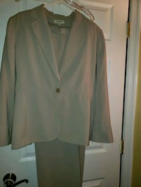 Womens Beige 3 PC Amanda Smith suit Severn