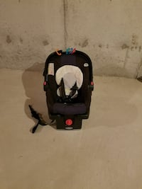 Baby Car seat with base  Milton, L9T 0T8