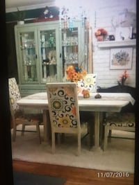 Dining table with 4 chairs and beautiful lighted china cabinet ! Levittown, 11756