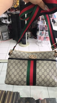 Gucci cross body bag  Calgary, T2B 3G1