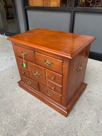Beautiful Pennsylvania House Accent/Lamp/Side Table Baltimore, 21205