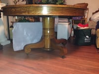 Beautiful 54in.round oak vintagetable and 6 chairs with Cain seats. Council Bluffs
