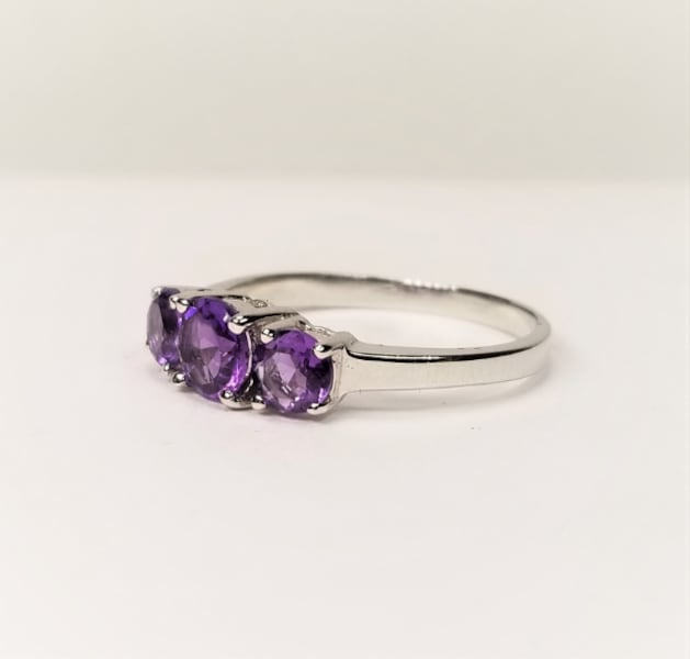3-Stone Natural African Amethyst 925 Sterling Silver Ring c3dedbd8-f0bf-42bf-90d0-b0cdccc908e7