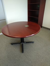 Round Table, Excellent Condition, Call us now! Mississauga