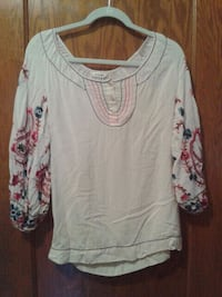 white scoop-neck long-sleeved shirt Brookfield, 60513