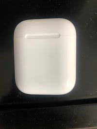 AIRPOD CASE AND LEFT AIRPOD 2 for 1 Chicago, 60602