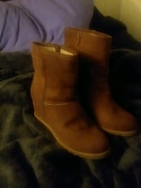 pair of brown suede boots 1812 mi