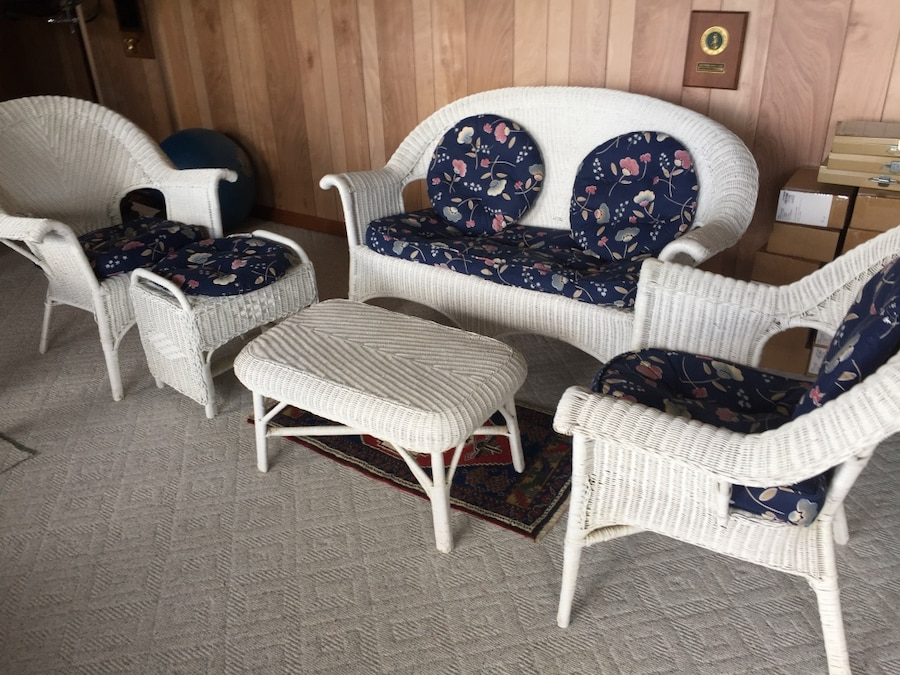 Letgo White Wicker Armchairs And Loveseat In Olympia Wa