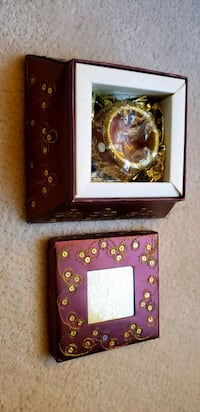 Embellished box with candle inside  Mississauga, L4W 2C2