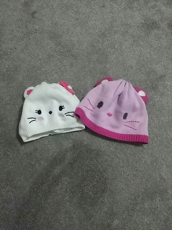 white and pink Hello Kitty knit cap