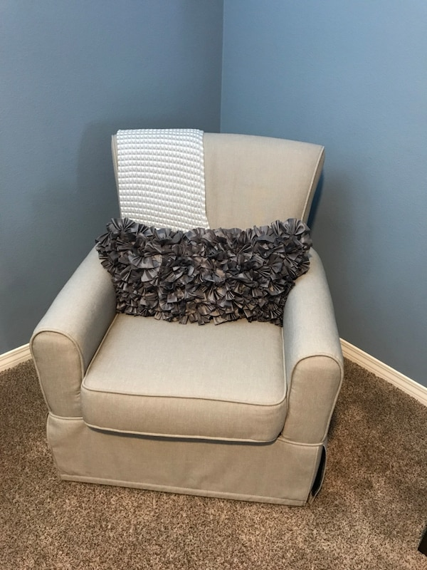 Astonishing Used Rocking Chair For Sale In Valencia Letgo Gmtry Best Dining Table And Chair Ideas Images Gmtryco