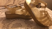 Size 10 gold glitter platforms  Washington, 20010