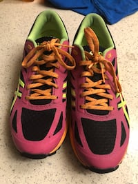 Pair of red-and-black running shoes they are women's 8.5  Perris, 92571