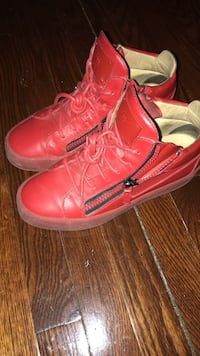Guiesseppe mid top red size 8 Detroit, 48235