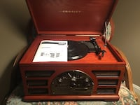 Crosley old time AM/FM radio, CD player, 3 speed turntable, and cassette player. Unit is like NEW condition. 31 km