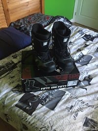 Men Size 9 Snowboard Boots 696 km
