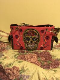 A pink and black leather skull purse Cookeville, 38501