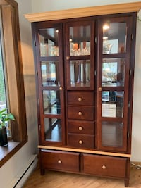 China cabinet Pointe-Claire, H9R 4W1