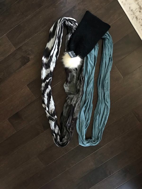 Infinity scarves and toque.  Lot sale, will not split.  Pick up bloor and islington only fa4c7dda-4558-4ce2-9317-734d94352ae0