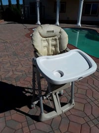 baby's white and gray highchair Penryn, 95663