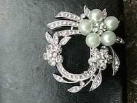 silver-colored and white pearl beaded bracelet Abbotsford, V2S 6J3