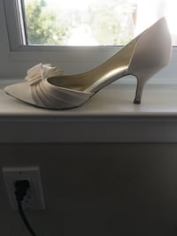 White shoes (used) size 7.5 Vaughan, L4J 8C2