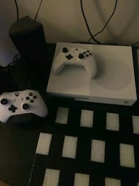white Xbox One console with controller Vancouver, 98661