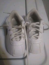 pair of white low-top sneakers Belton, 76513