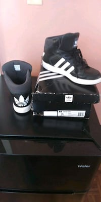 Men's Adidas black and white size 7.5