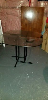 round glass top table with black metal base Brampton, L6P