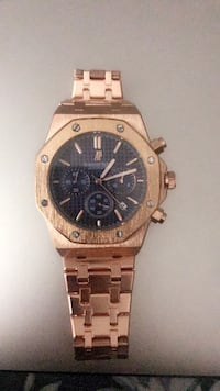 round gold-colored chronograph watch with link bracelet Paramus, 07652