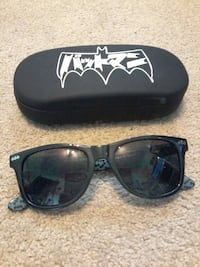 black framed Batman wayfarer sunglasses with case Regina, S4S 6V9