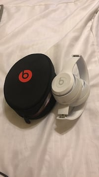White beats by dr. dre solo 2 East Stroudsburg, 18301