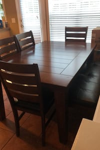Dining Table Charlotte, 28277