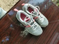 pair of white-and-red Nike sneakers Columbia, 29203