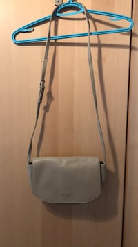 gray leather 2-way bag Montréal, H3N 2P1