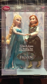 Elsa and Anna ice skating set