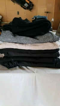 7 pairs of pants and capris size extra large Loves Park